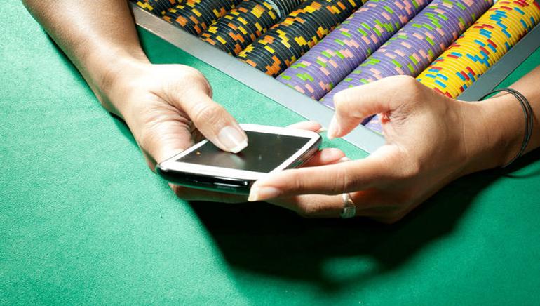Mobile Gambling On Way Up In UK